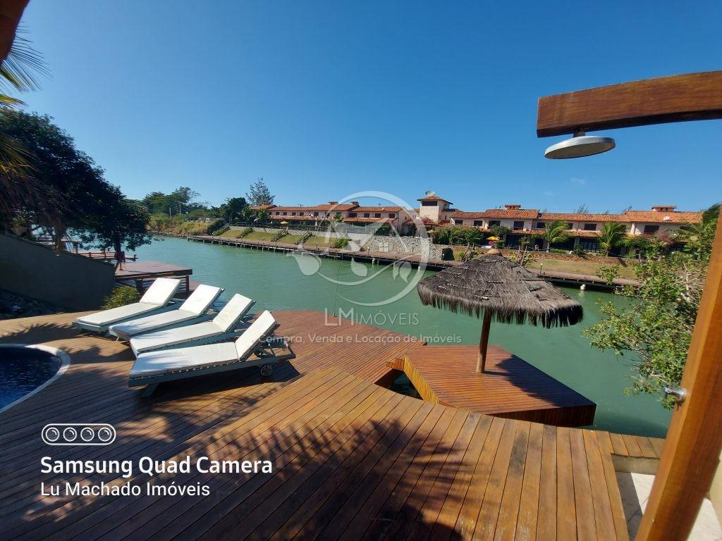 Casa com Canal Navegável em Búzios