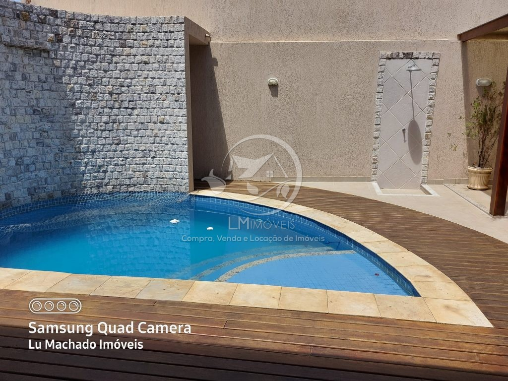 Casa Duplex com Piscina- Condomínio dos Pássaros